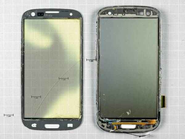 Samsung Galaxy SIII je rastavljen na delove