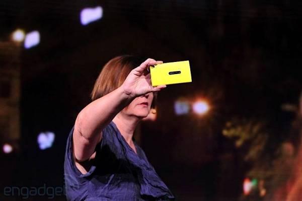 Nokia Lumia 920 predstavljen na Nokia World konferenciji