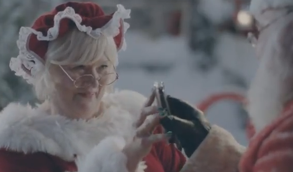 Samsung snimio reklamu sa Deda Mrazom