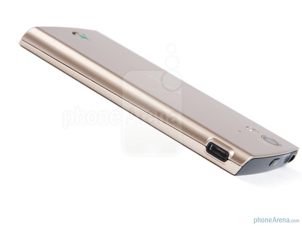Sony-Ericsson-Xperia-ray-Review-Design-17